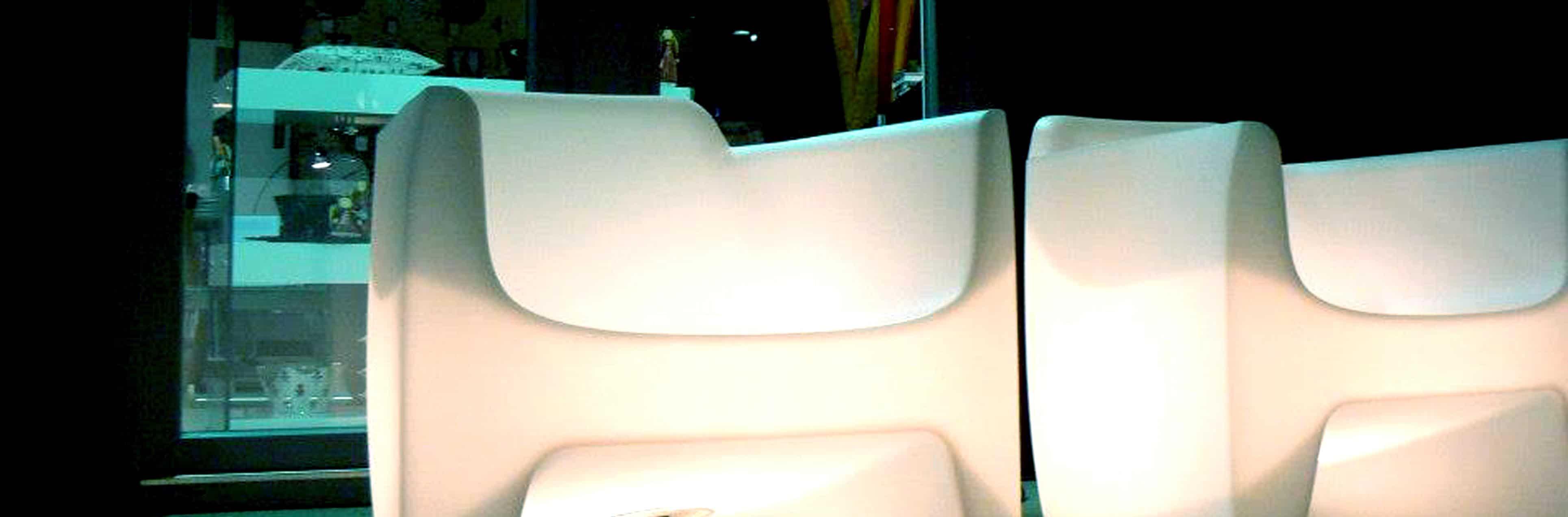 qui-est-paul-translation-armchair-light